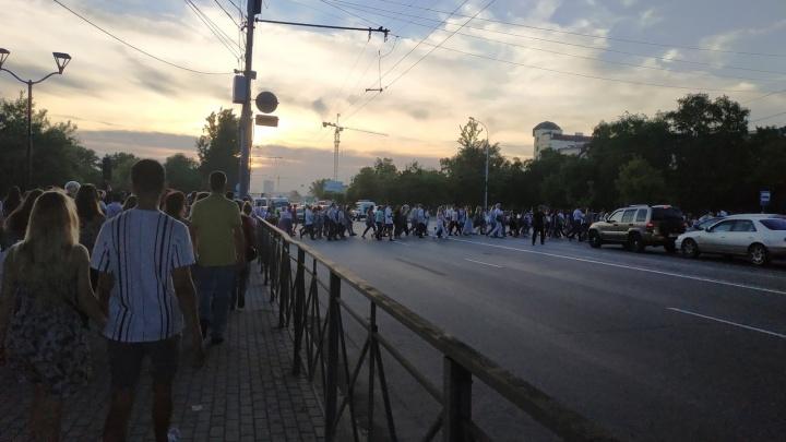В Новосибирске после концерта Валерии полиция закрыла оба перехода через Большевистскую