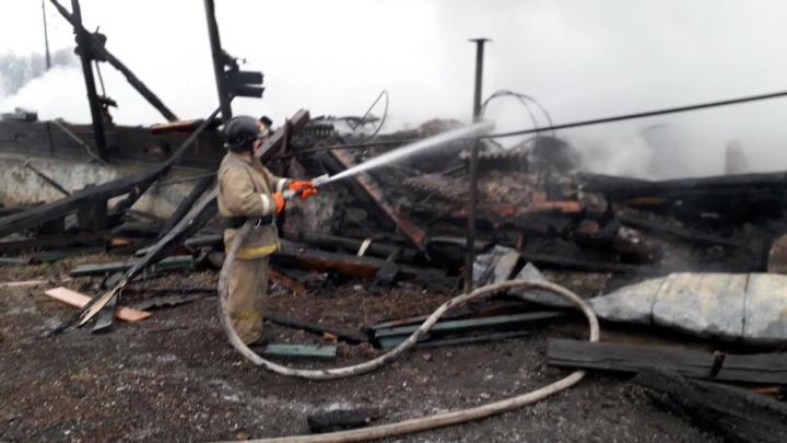 На Урале 45 жильцам сгоревшего дома выделят миллион рублей из резервного фонда администрации