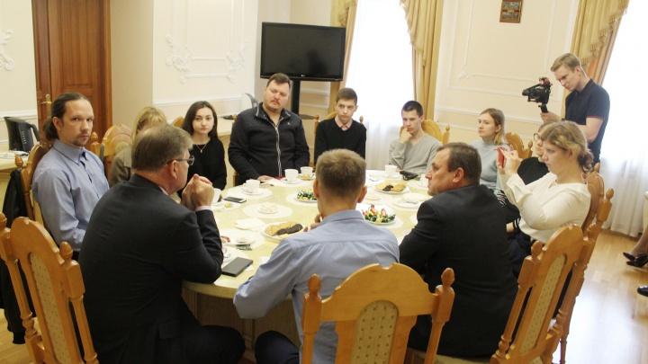 «Тайные желания, а на деле — ничего»: омский блогер о том, как её не пустили на встречу в горсовете