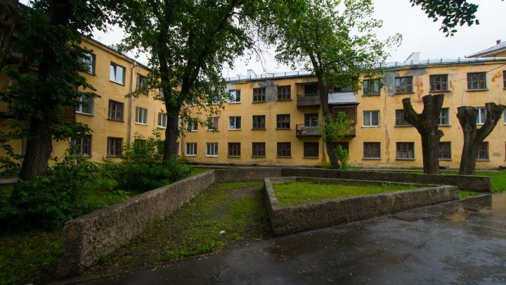 Его так и называли — «дом-пила»: история уникального здания в стиле конструктивизма на Уралмаше