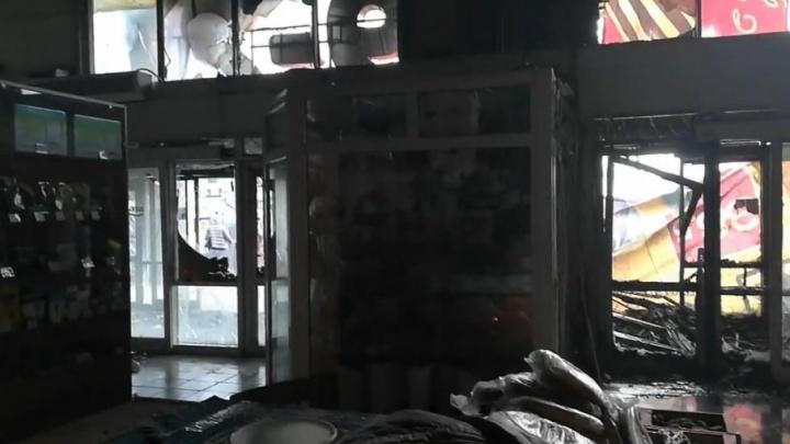 В магнитогорском торговом центре «Радуга вкуса» сгорели несколько павильонов