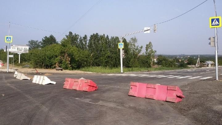 На Птицефабрике установили бесполезный светофор, из-за которого автомобилисты застряли в пробках