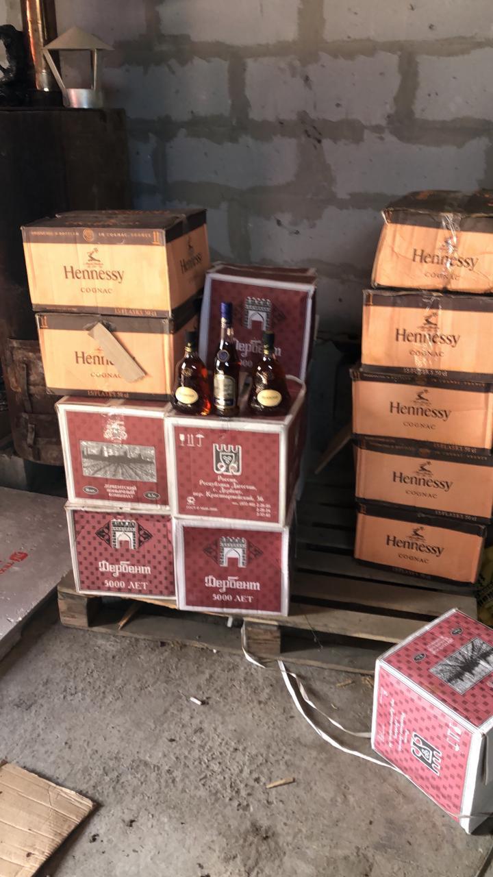 В Заречном накрыли подпольный цех, в котором подделывали водку и коньяк известных марок