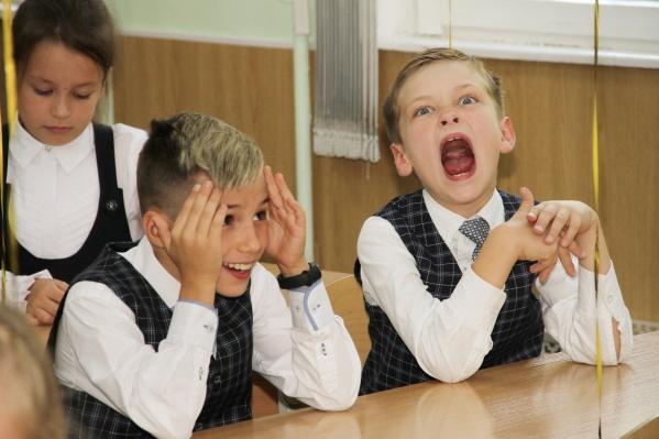 ВНижнем Новгороде дети с первых минут громко заявляют о желании пересесть за последнюю парту
