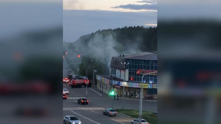 В Нефтекамске загорелся торговый центр