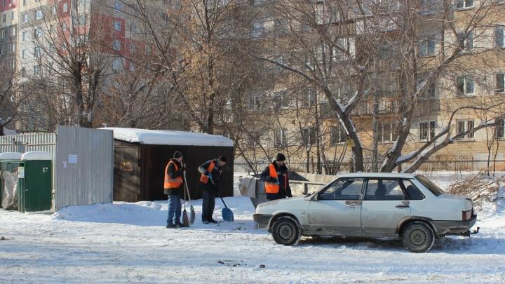 Загородила гараж таунхауса: челябинец на джипе уволок мешающую ему машину и разбил