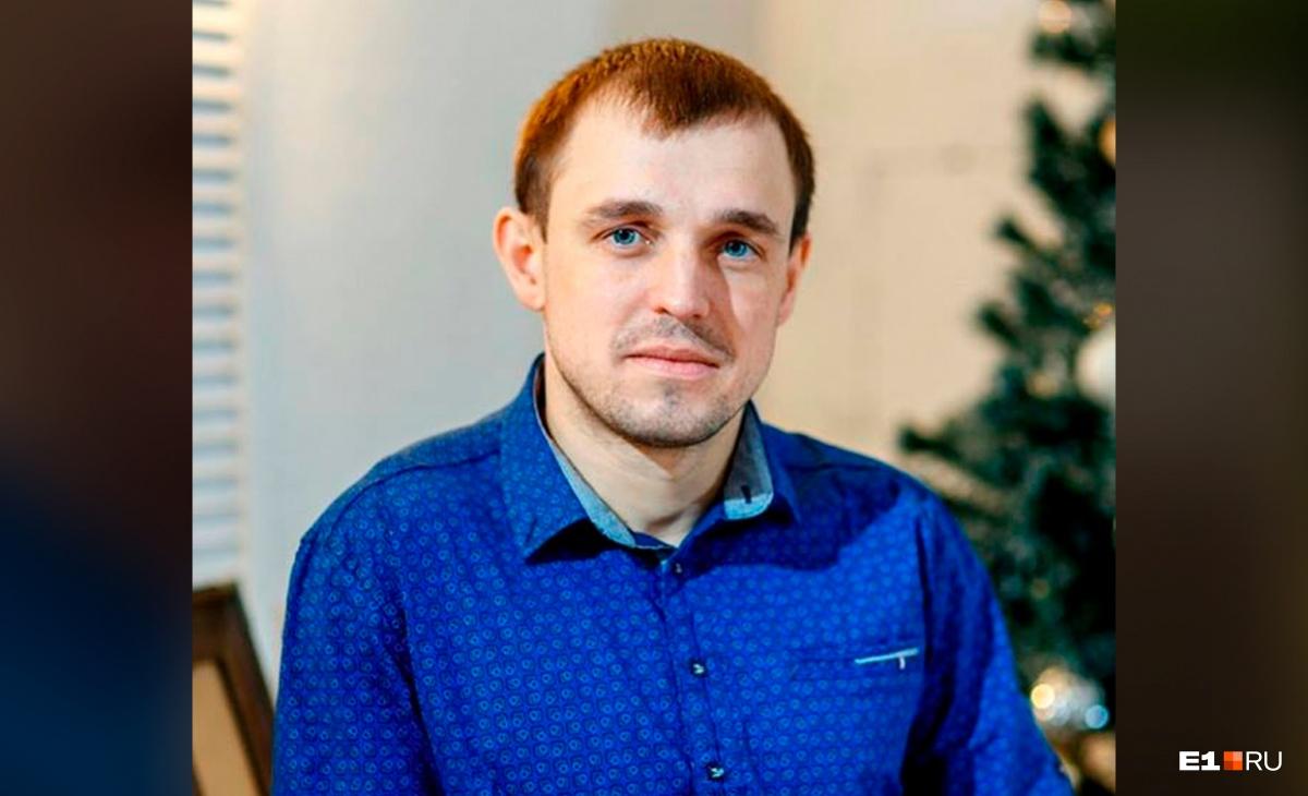 29-летний Евгений Попов был опытным водителем, но внезапно вылетевший прицеп не дал ему шанса, чтобы отвернуть в сторону