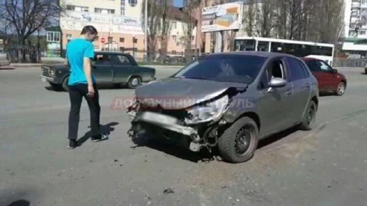 В Уфе столкнулись две легковушки: пострадала 9-летняя девочка