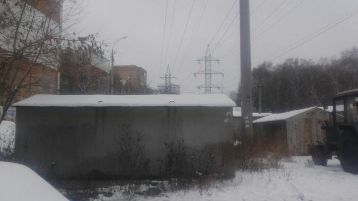 В Кировском районе из-за гаража школа осталась без воды