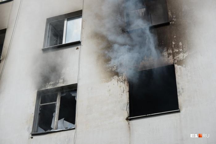 Пожарные боролись с огнем целый час