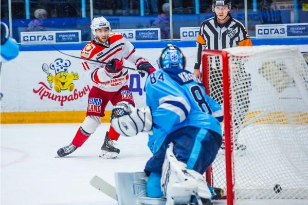 Новосибирские хоккеисты не смогли одолеть лидера Восточной конференции