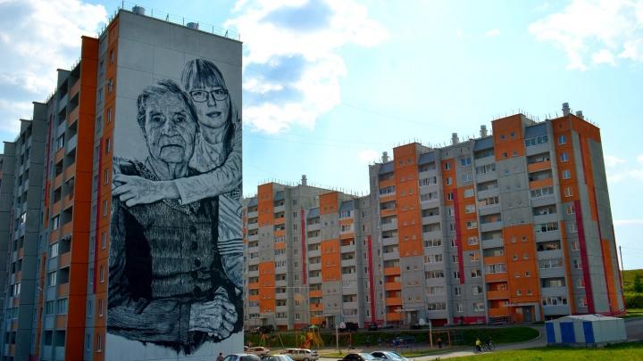 Авангард на ангаре и гигантский портрет двух поколений: мировые мастера граффити «прокачали» Сатку