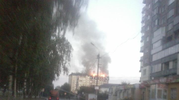 В Первомайском районе рано утром вспыхнула высотка (обновлено)