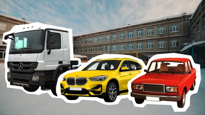 ВИП-гаражи директоров тюменских школ: у них есть грузовики, легковые иномарки и даже снегоход