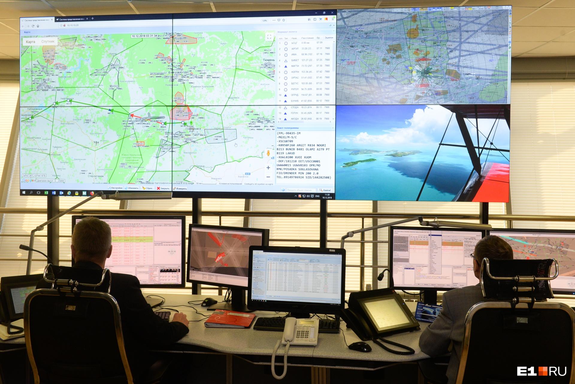 Каждый диспетчер обслуживает в год около 400 тысяч полётов