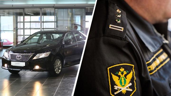 Под Новосибирском пристав притворился покупателем и арестовал за долги «Тойоту Камри»