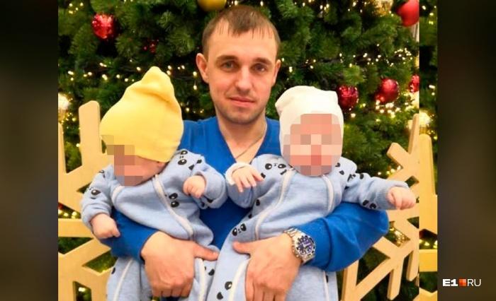 Евгений Попов с двумя сыновьями-близнецами