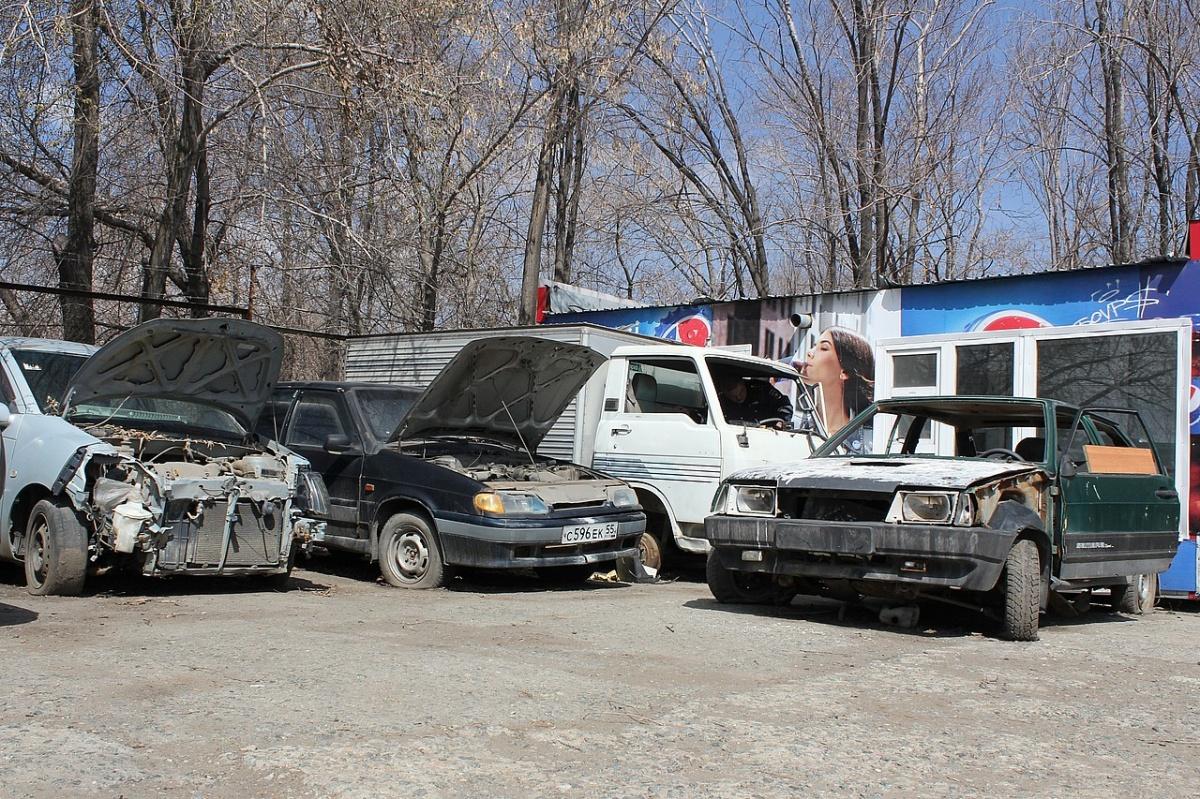 Стоянка конфискованных автомобилей, вероятно, будет выглядеть примерно так. Продавать их будут после истечения сроков оспаривания с аукционов в пользу государства