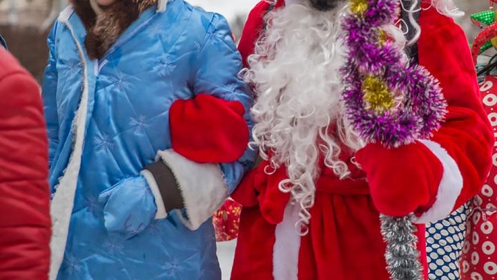Приставы поймали должника в костюме Деда Мороза по объявлению в интернете