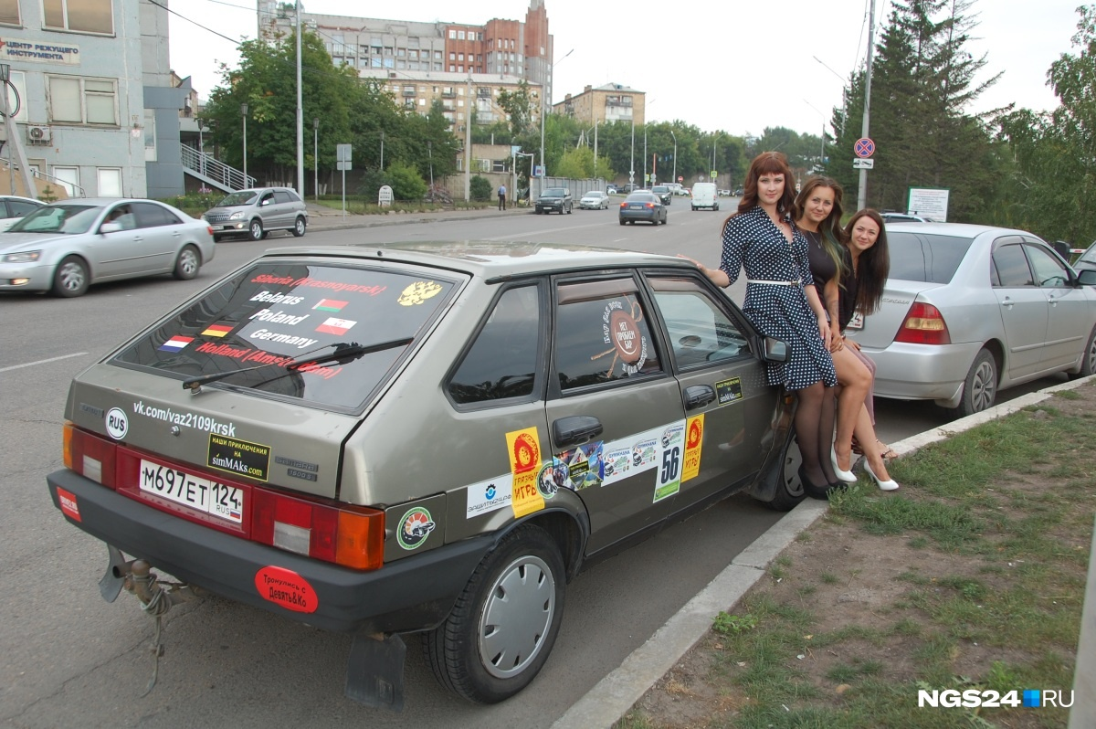 Чтобы добраться до Голландии и обратно, девушкам пришлось месяц прожить в машине