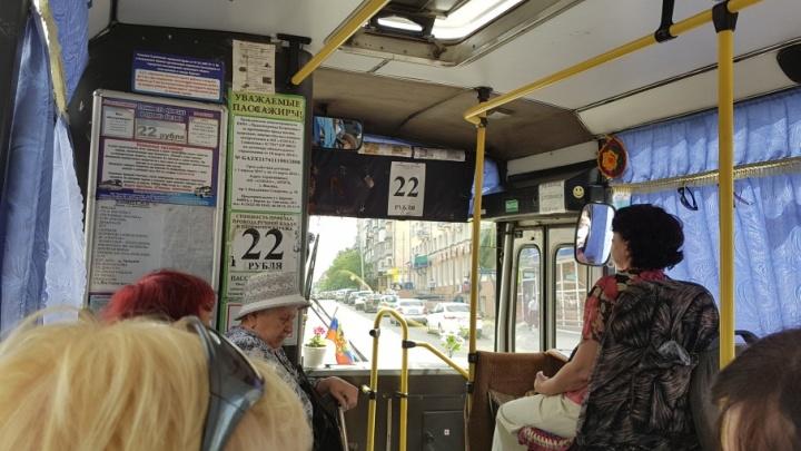 В Кургане только два перевозчика ввели безналичную оплату проезда