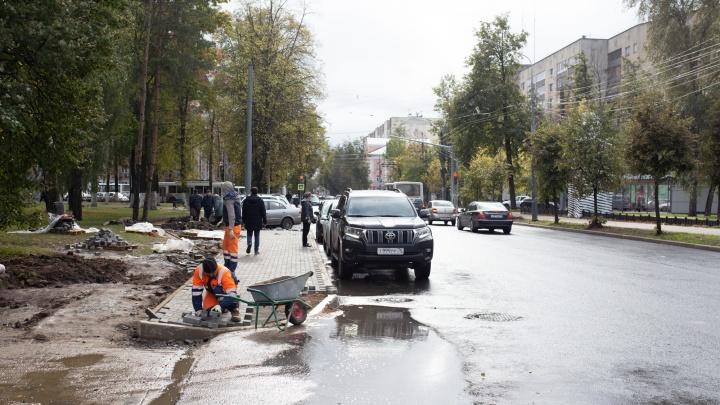 «Больше никогда не будут работать в городе»: улицу Республиканскую могут не успеть отремонтировать