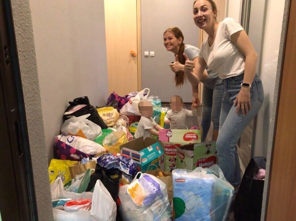 Волонтеры доставили собранные вещи в ревдинский Дом малютки №4