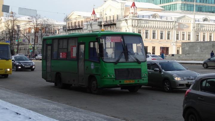 Из-за убытков маршрута №53 жители Солнечного стали ездить на такси, собираясь в группы