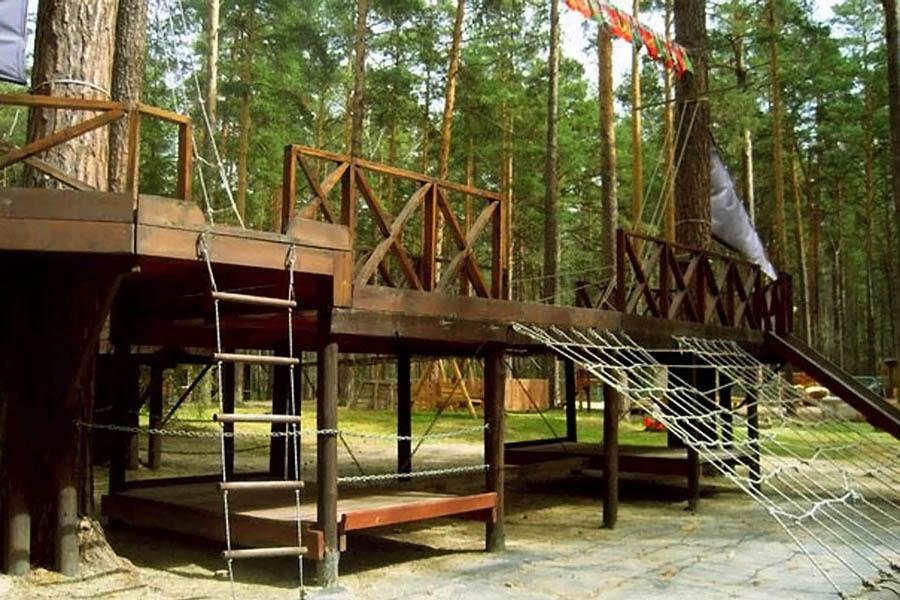 Пиратский корабль на детской площадке