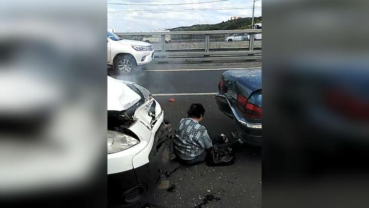 Массовое ДТП: на Затонском мосту в Уфе столкнулись три машины