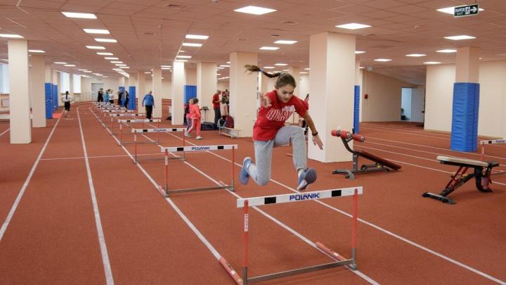 После реконструкции на острове Отдыха открылся легкоатлетический манеж