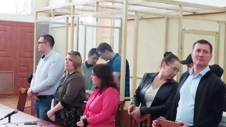 Ростовчан, вышедших в поддержку погорельцев, осудили на шесть лет: приговор в режиме онлайн