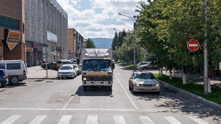 Движение на Сурикова от Маркса до Дубровинского разворачивают в обратную сторону