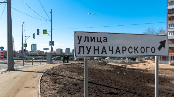 Проезжая часть улицы Луначарского оказалась бесхозной