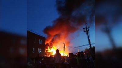 В Ленинском районе вспыхнул сильный пожар