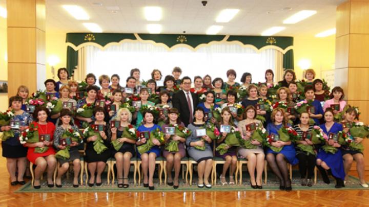 Многодетных матерей Башкирии наградили медалями «Материнская слава»