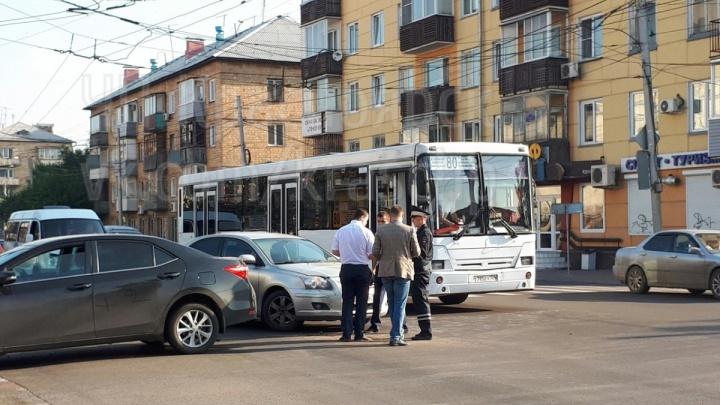 «А вот и причина пробки»: нелепый таран сразу двух машин блокировал Копылова утром