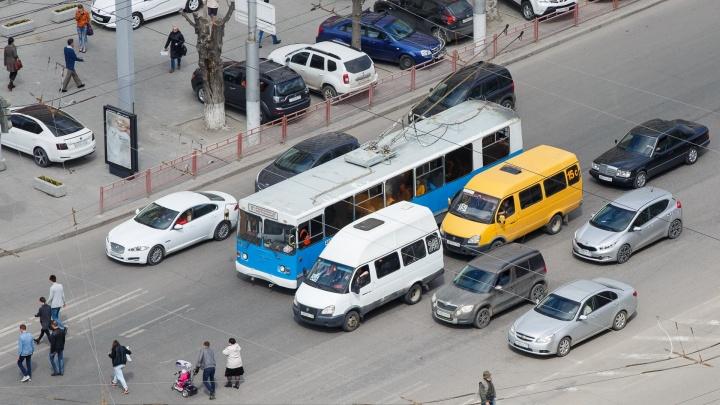 На трассе под Волгоградом выросла гигантская пробка