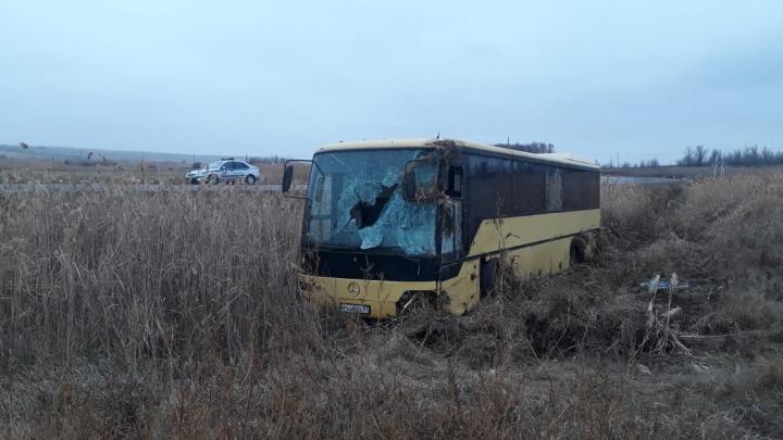 На трассе в Волгоградской области перевернулся рейсовый автобус: есть пострадавшие