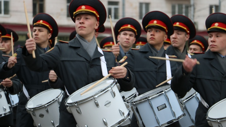 Военная техника и марш барабанщиков: в Перми прошла первая репетиция парада Победы