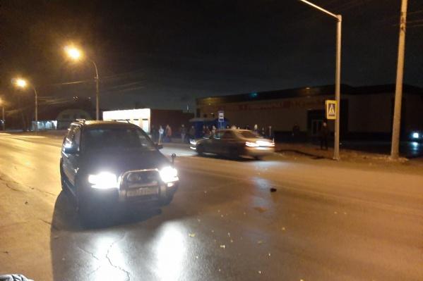 Молодой мужчина попал под машину возле остановки «Керченская»