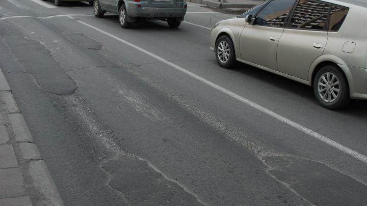 Мэр Локоть назвал улицы, где появится ровный асфальт
