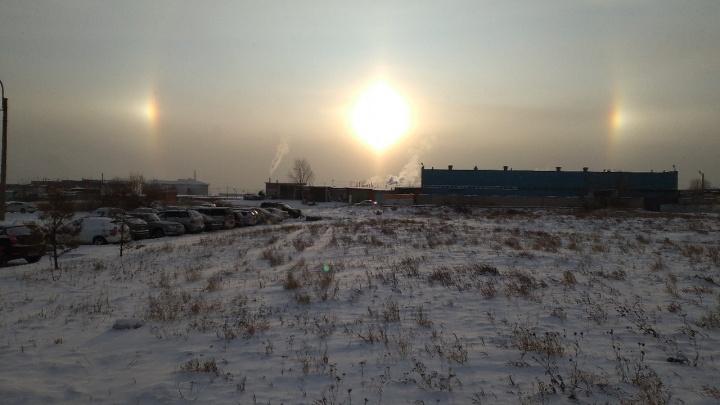 «Алмазная пыль»: в небе над Солнечным сфотографировали застывшие столбы света