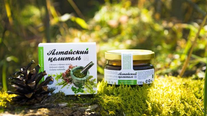 Для сибирской косметики биологи вручную собирают травы на склонах Алтайских гор
