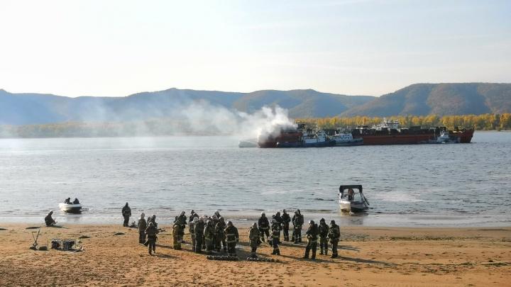 Стала известна причина пожара на сухогрузе на Волге в Самарской области