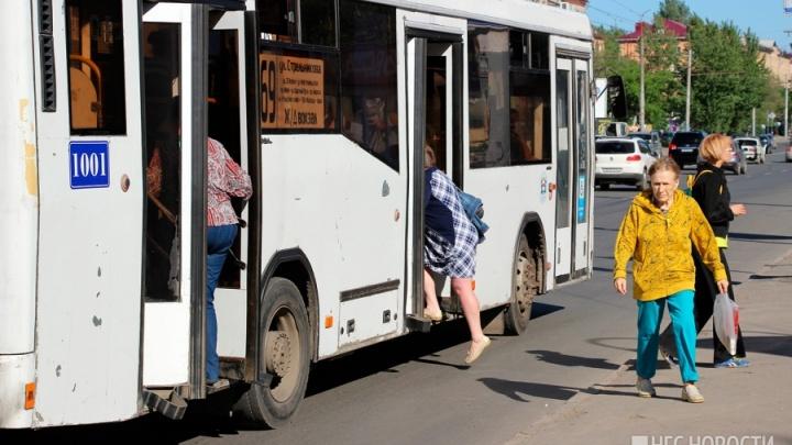 У омского дептранса остался месяц на то, чтобы найти новых поставщиков топлива для автобусов