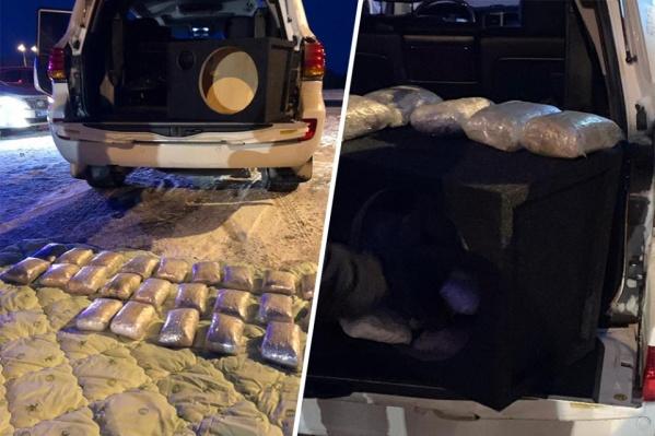 Груз силовики нашли в багажнике внедорожника