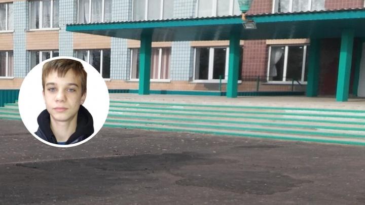 «У него татуировка с розой»: 17-летний подросток бесследно исчез из школы под Еланью