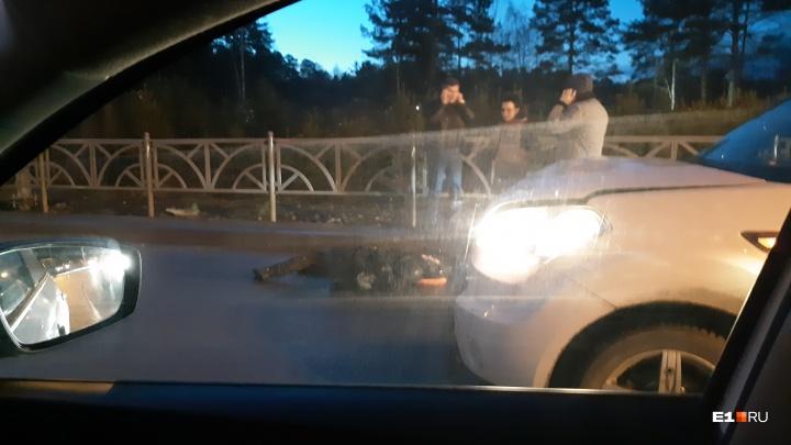 В Академическом водитель KIA сбил девушку, которая шла по пешеходному переходу