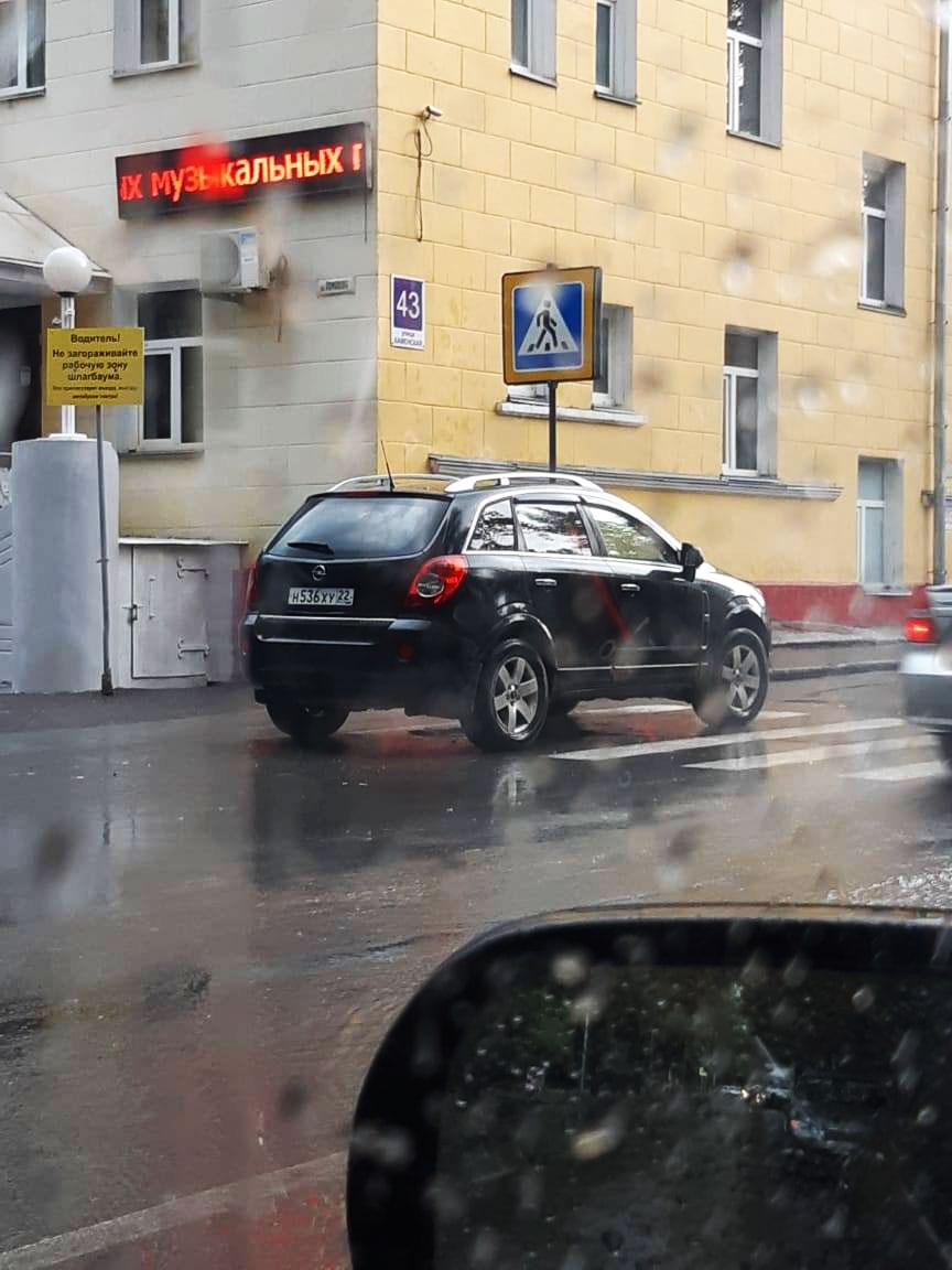 Стоянка на пешеходном переходе